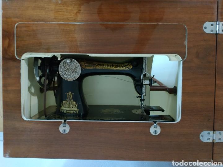 Antigüedades: MAQUINA DE COSER SINGER CON MUEBLE - Foto 5 - 207128593