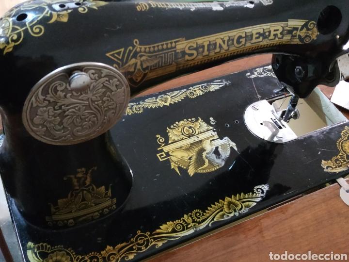 Antigüedades: MAQUINA DE COSER SINGER CON MUEBLE - Foto 10 - 207128593
