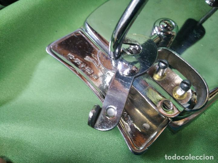 Antigüedades: Plancha de viaje muy rara , perfecta funcionando ,el asa se dobla para meterla en su bolsa PATENTADA - Foto 6 - 207239766