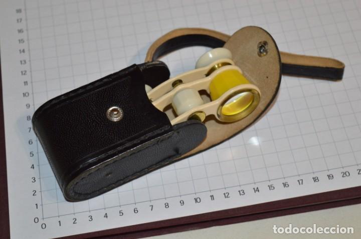 VINTAGE - PEQUEÑOS GEMELOS / PRISMÁTICOS OPERA O TEATRO, CON SU FUNDA - POSIBLEMENTE DE LA USSR (Antigüedades - Técnicas - Instrumentos Ópticos - Binoculares Antiguos)
