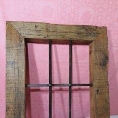 Antigüedades: REJA CON MARCÓ DE MADERA DE PINO. Lote 207303913