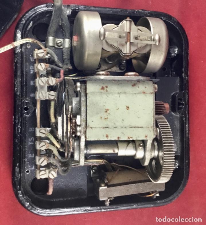 Teléfonos: Teléfono sobremesa baquelita, de magneto, batería local, de Standard Eléctrica, para la CTNE. - Foto 11 - 141304158