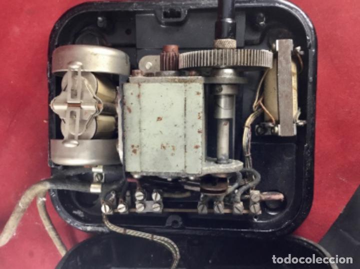 Teléfonos: Teléfono sobremesa baquelita, de magneto, batería local, de Standard Eléctrica, para la CTNE. - Foto 12 - 141304158