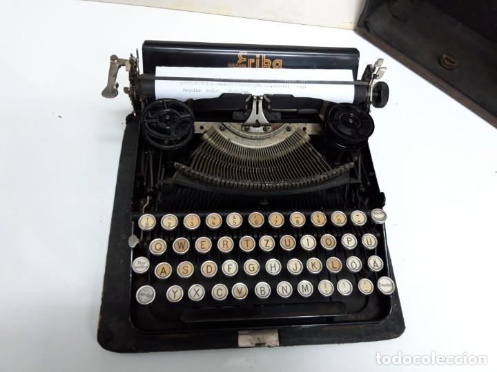 ANTIGUA MÁQUINA DE ESCRIBIR ERIKA. CON ESTUCHE. FUNCIONA. (Antigüedades - Técnicas - Máquinas de Escribir Antiguas - Erika)