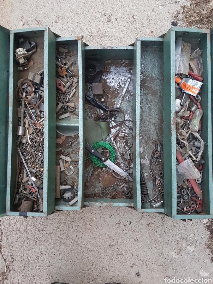 Antigüedades: Antigua caja herramientas de hierro vintage - Foto 3 - 207774778