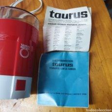 Antigüedades: MOLINILLO DE CAFE TAURUS AÑOS 70 FUNCIONANDO. Lote 207790120