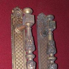 Oggetti Antichi: TIRADORES DE PUERTA DE BRONCE SIGLO XIX. Lote 207842343