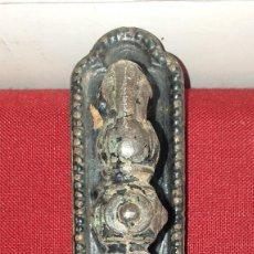 Antigüedades: TIRADOR DE PUERTA DE HIERRO SIGLO XIX. Lote 207842735