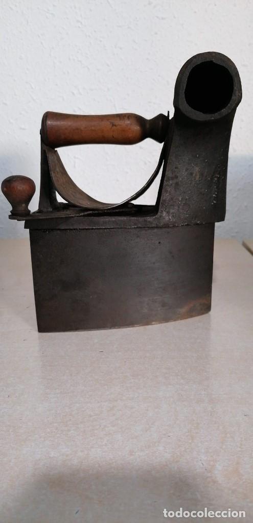 PLANCHA DE CARBÓN ANTIGUA CON ESVASTICA (Antigüedades - Técnicas - Planchas Antiguas - Carbón)