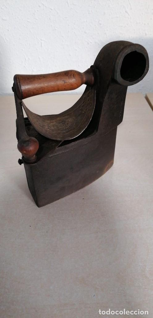 Antigüedades: Plancha de Carbón antigua con esvastica - Foto 2 - 207882628