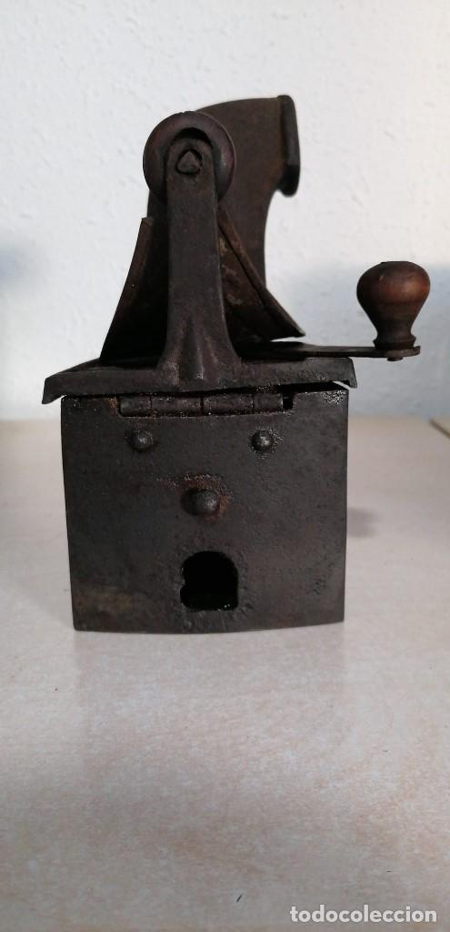 Antigüedades: Plancha de Carbón antigua con esvastica - Foto 4 - 207882628