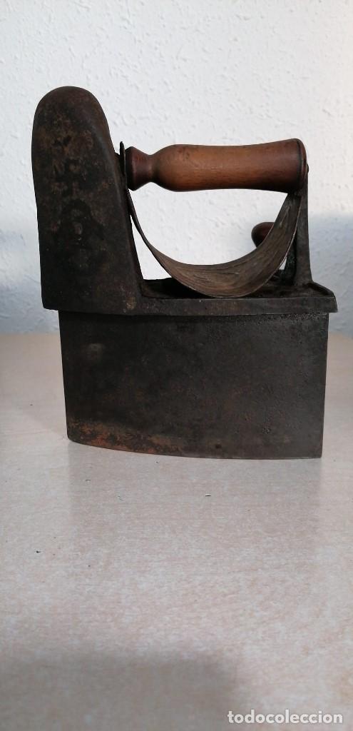Antigüedades: Plancha de Carbón antigua con esvastica - Foto 5 - 207882628