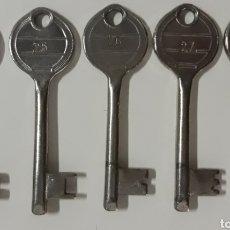 Antigüedades: LOTE 5 LLAVES ANTIGUAS NUMERADAS CORRELATIVAS DEL 24 AL 28. Lote 207961267