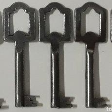 Antigüedades: LOTE 5 LLAVES ANTIGUAS DIFERENTES ENGANCHES. Lote 207964372