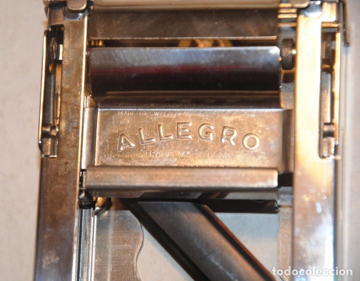 Antigüedades: APARATO PARA AFILAR Y SUAVIZAR AUTOMÁTICAMENTE LAS HOJAS DE LAS MÁQUINAS DE AFEITAR - Foto 2 - 207992941