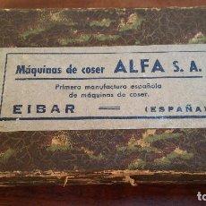 Antigüedades: ANTIGUA CAJA CON UTENSILIOS MAQUINA DE COSER ALFA. Lote 208004302