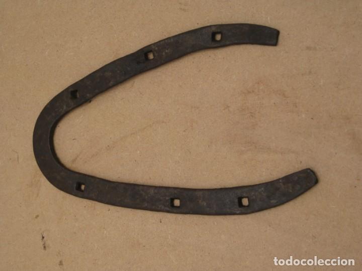 Antigüedades: Lote de 3 herraduras antiguas - Foto 5 - 208056658