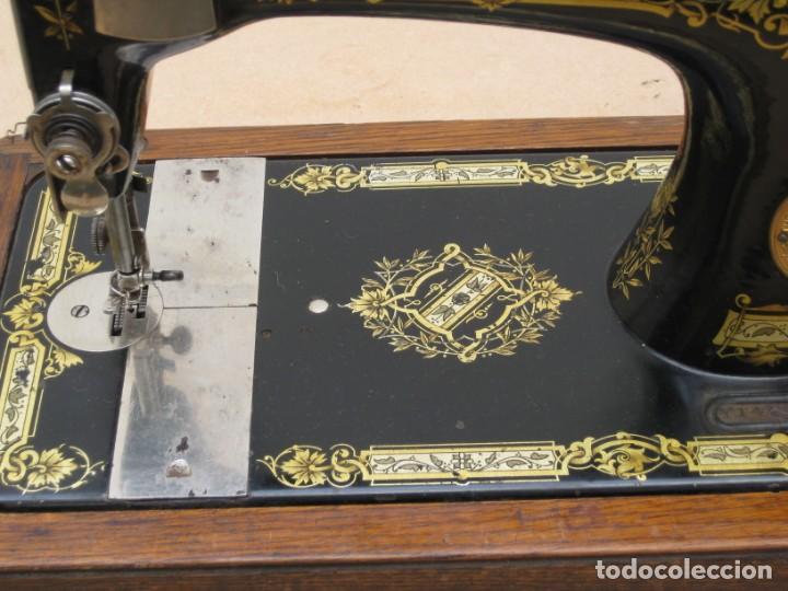 Antigüedades: Antigua maquina coser Singer a manivela. Funciona. - Foto 4 - 236026115