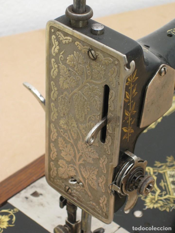 Antigüedades: Antigua maquina coser Singer a manivela. Funciona. - Foto 8 - 236026115