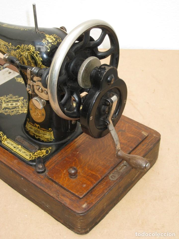 Antigüedades: Antigua maquina coser Singer a manivela. Funciona. - Foto 9 - 236026115