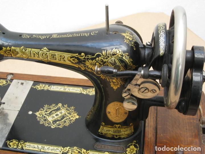 Antigüedades: Antigua maquina coser Singer a manivela. Funciona. - Foto 10 - 236026115