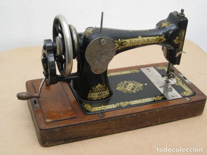 Antigüedades: Antigua maquina coser Singer a manivela. Funciona. - Foto 15 - 236026115