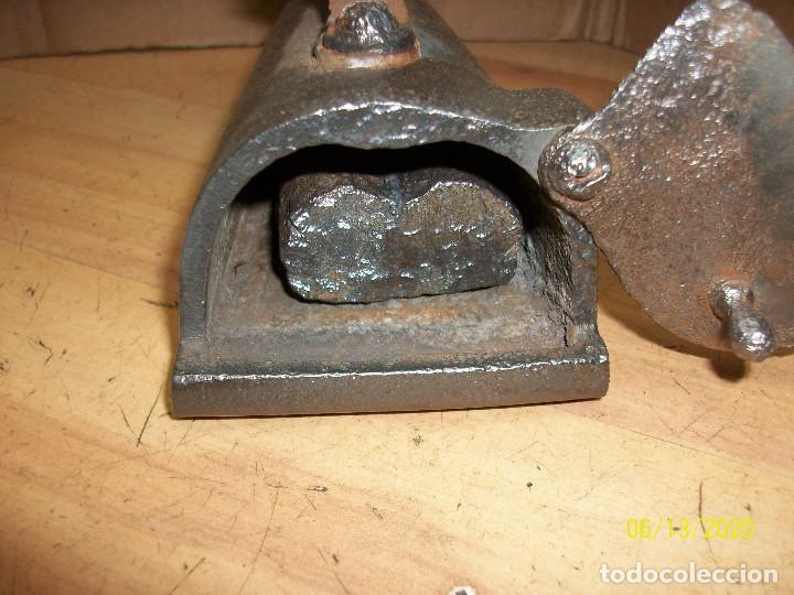 Antigüedades: ANTIGUA PLANCHA DE HIERRO - Foto 4 - 208108486