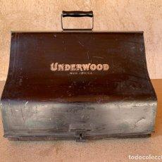 Antigüedades: MAQUINA DE ESCRIBIR UNDERWOOD STANDARD TYPEWRITER Nº 5 . CON FUNDA METALICA . BASE MADERA .. Lote 208122141