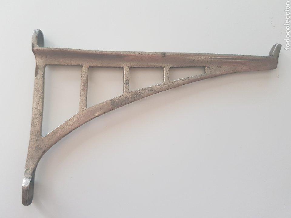 ESCUADRA MODERNISTA , METAL NIQUELADO , AÑOS 1930-40 (Antigüedades - Técnicas - Cerrajería y Forja - Aldabas Antiguas)