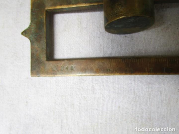 Antigüedades: RARO BRAZO EN BRONCE DE BASCULA BALANZA ROMANA - 30S - DOBLE ESCALA DE 20 Y 180KG 50CM PESA 2.7 KG - Foto 3 - 208286792