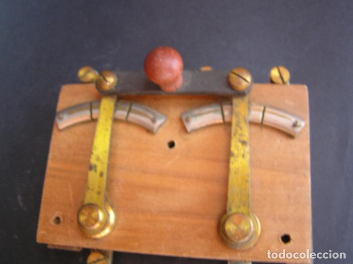 Antigüedades: INTERRUPTOR CONMUTADOR de LABORATORIO (I) .Circa 1900. 108 mm x 68 mm x 20 mm. - Foto 10 - 208293617