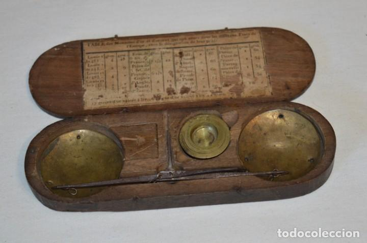 Antigüedades: ANTIGUA BALANZA / PESO en MINIATURA - EN METAL - UNA JOYA - PRECIOSA - ¡Mira fotos y detalles! - Foto 19 - 208396302