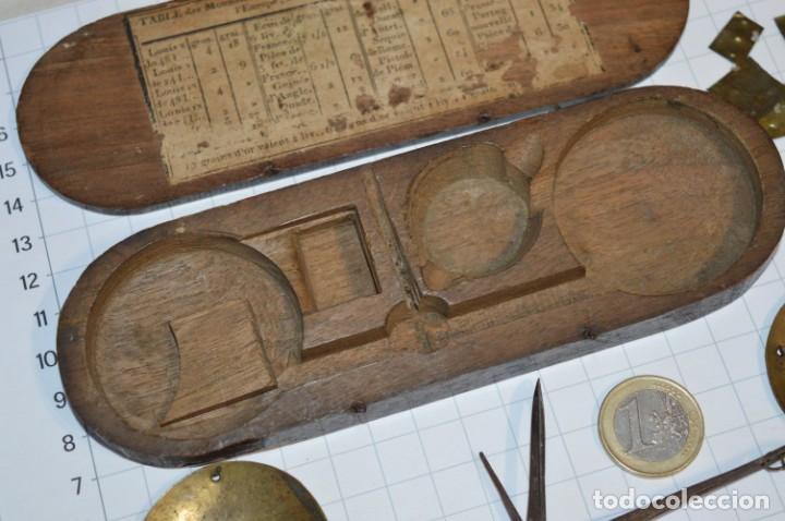 Antigüedades: ANTIGUA BALANZA / PESO en MINIATURA - EN METAL - UNA JOYA - PRECIOSA - ¡Mira fotos y detalles! - Foto 3 - 208396302