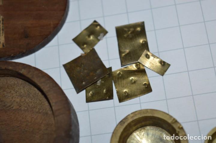 Antigüedades: ANTIGUA BALANZA / PESO en MINIATURA - EN METAL - UNA JOYA - PRECIOSA - ¡Mira fotos y detalles! - Foto 8 - 208396302