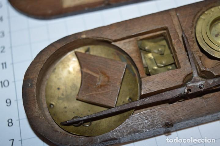Antigüedades: ANTIGUA BALANZA / PESO en MINIATURA - EN METAL - UNA JOYA - PRECIOSA - ¡Mira fotos y detalles! - Foto 17 - 208396302