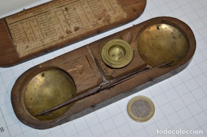 Antigüedades: ANTIGUA BALANZA / PESO en MINIATURA - EN METAL - UNA JOYA - PRECIOSA - ¡Mira fotos y detalles! - Foto 18 - 208396302