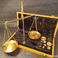 Antigüedades: BALANZA QUILATERA DE 200 GR. CAJA ESTUCHE DE ORIGEN. CONSERVA TODAS SUS PIEZAS. INDIA. MITAD S. XX.. Lote 208449956