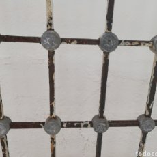 Antigüedades: ANTIGUA REJA HIERRO EN FORJA. CON PLOMADA. 175X110CM.. Lote 208570055