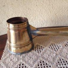 Antigüedades: MEDIDA DE CAPACIDAD ANTIGUA EN LATÓN. Lote 208592126