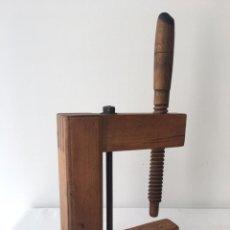 Antigüedades: GATO DE CARPINTERO DE MADERA Y HIERRO, COMIENZOS SIGLO XX. Lote 208672880