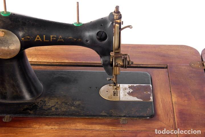 Antigüedades: Máquina de coser Alfa. Años 30. - Foto 2 - 208722152