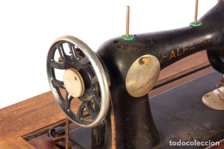 Antigüedades: Máquina de coser Alfa. Años 30. - Foto 4 - 208722152
