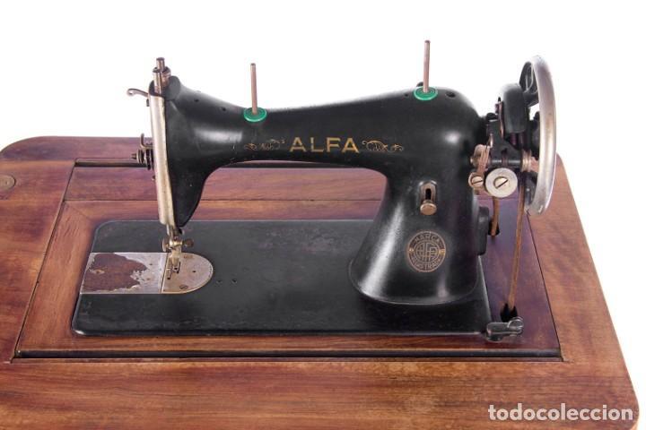 Antigüedades: Máquina de coser Alfa. Años 30. - Foto 6 - 208722152