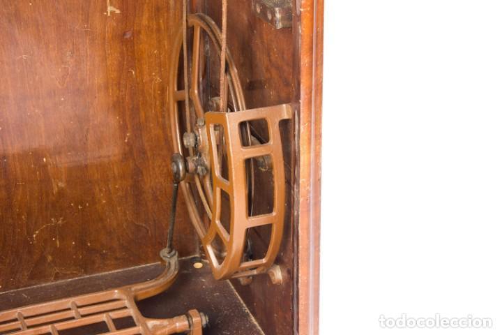 Antigüedades: Máquina de coser Alfa. Años 30. - Foto 7 - 208722152