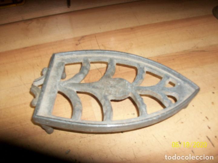 Antigüedades: ANTIGUA BASE PARA PLANCHA - Foto 2 - 208884253
