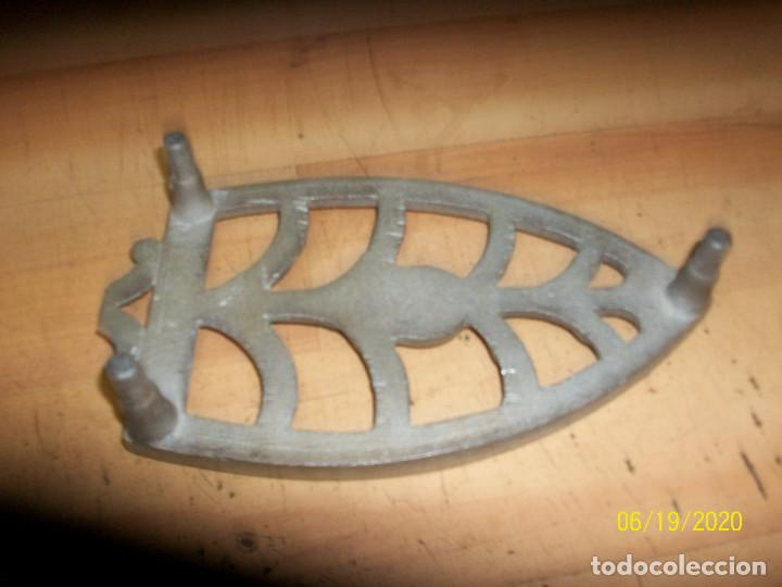 Antigüedades: ANTIGUA BASE PARA PLANCHA - Foto 3 - 208884253
