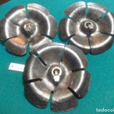 Antigüedades: 3 FLORES DE FORJA PARA PORTONES. Lote 208959617
