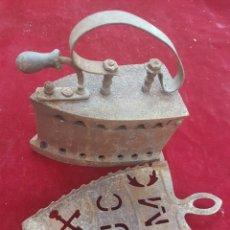 Antigüedades: ANTIGUA PLANCHA DE CARBON Y SOPORTE. Lote 209057923