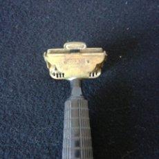 Antigüedades: MAQUINILLA DE AFEITAR MARCA GEM. Lote 209127606