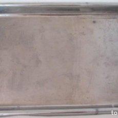 Antigüedades: ANTIGUA BANDEJA PARA INSTRUMETAL DE MÉDICO O LABORATORIO. EN METAL PLATEADO. Lote 209210426